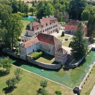 Chateau de Quincey et ses douves M